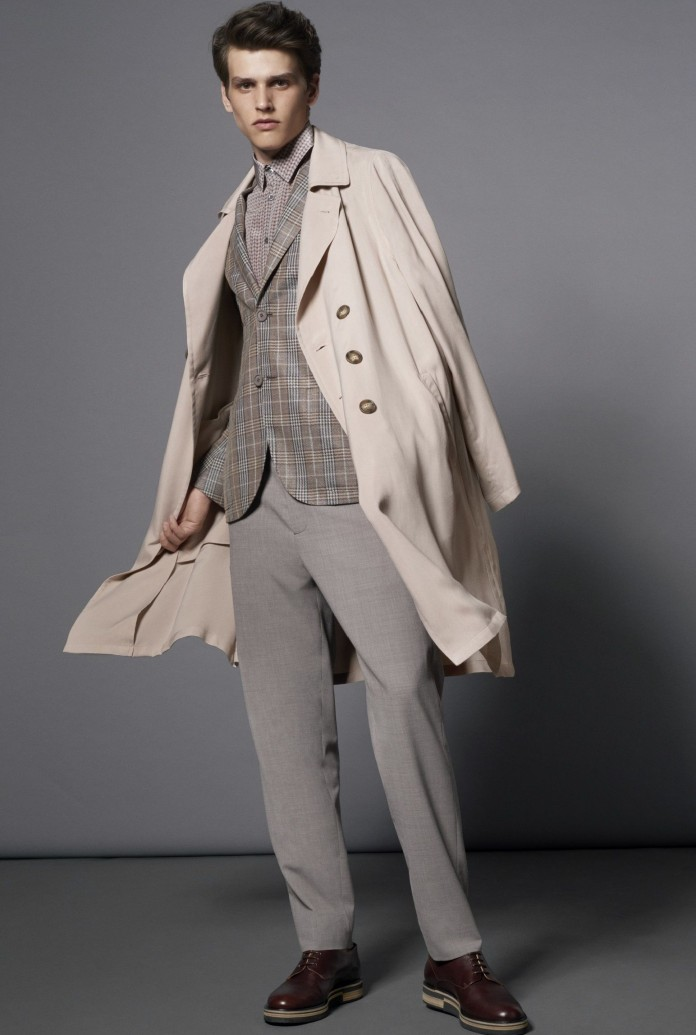 Beżowy płaszcz Armani
