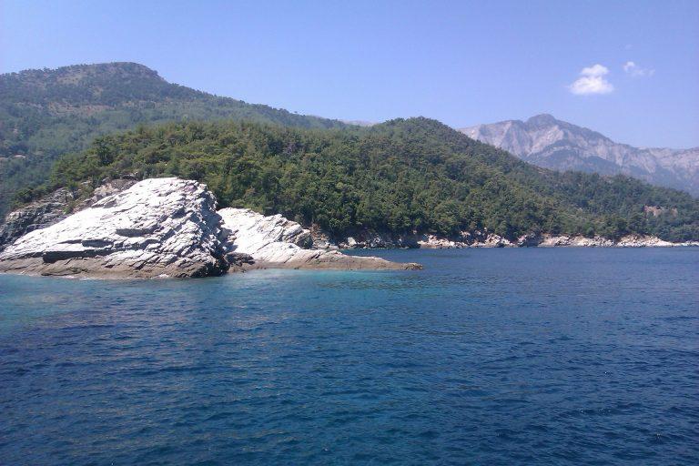 Thassos – grecka wyspa na urlop – plaże, kurorty i ciekawe miejsca