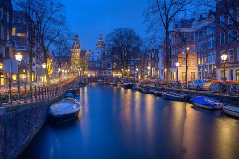 Atrakcyjny Amsterdam męskim okiem