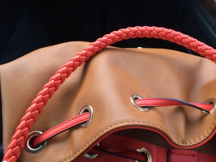 Taką torebkę polecają styliści