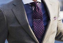 Krawat a sukienka partnerki