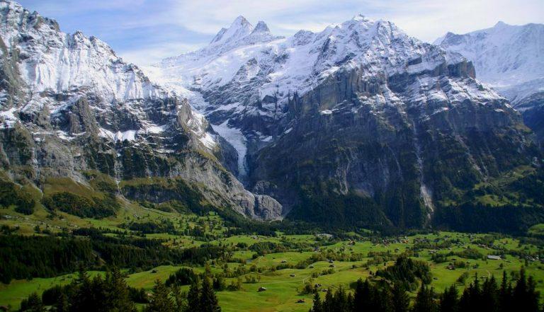 Szwajcarski kurort Grindelwald. Warto tu przyjechać, jeśli kochasz narty