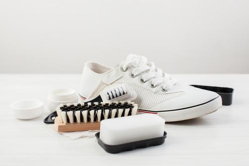 Jak czyścić sneakersy