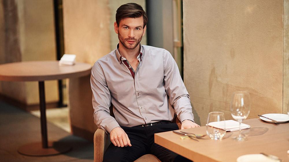 8efcd06409cb1d Każdy stylowy mężczyzna, który lubi bawić się modą i zawsze chce świetnie  wyglądać, powinien mieć w swojej szafie przynajmniej kilka modeli męskich  koszul.