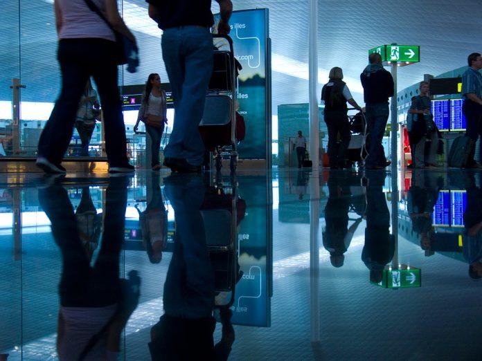 Klienci TUI koczują na lotnisku