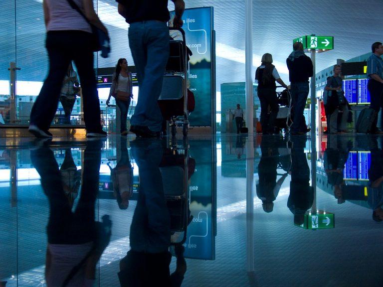 Kolejne problemy klientów TUI Poland. Ludzie koczują na lotniskach, biuro milczy