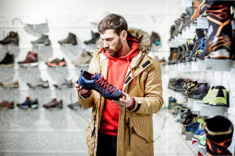 Jak wybrać sneakersy do płaszcza? Modele polecane na zimę